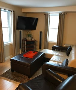 2 Bedroom Overlooking the Rideau Canal w Parking - Ottawa - Casa