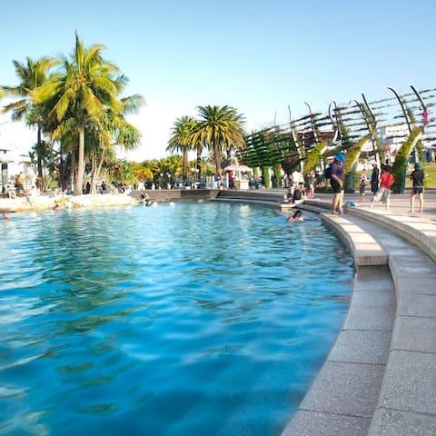 SouthBank parklands and swimming pools (short walk along the river)