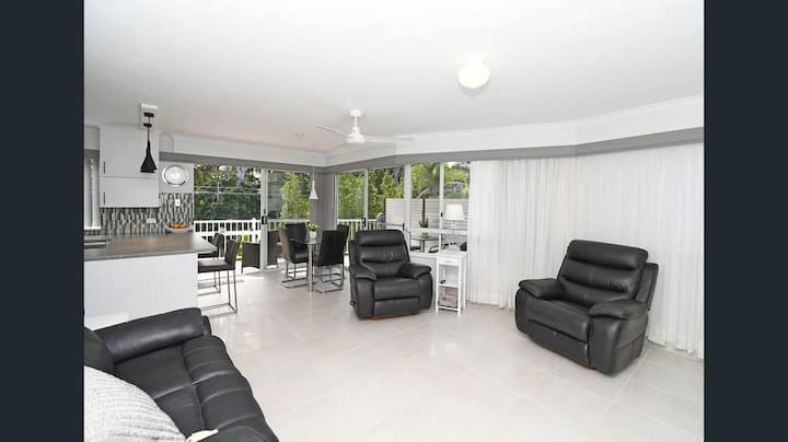 BEACHFRONT LUXURY APARTMENT TORQUAY HERVEY BAY