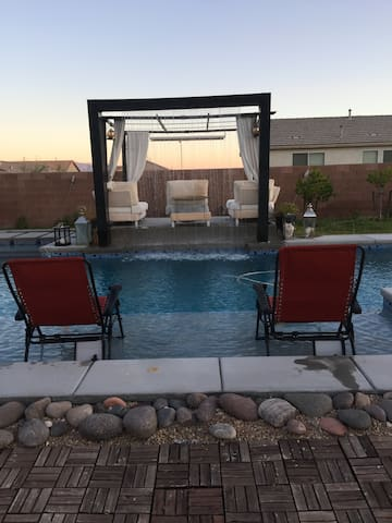Pool/strip view sleeps 4 - Henderson - Huis