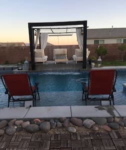 Pool/strip view sleeps 4 - Henderson