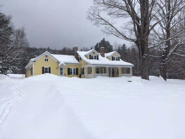 Historic Home 1/4 mile from Carinthia lifts.