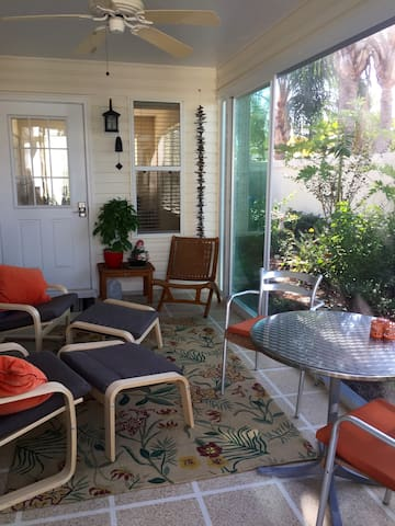 Screened in lanai - perfect for reading  the Daily Sun newspaper, hanging out to listen to the birds and watch the butterflies, read a good book - or take a nap after Pickleball!