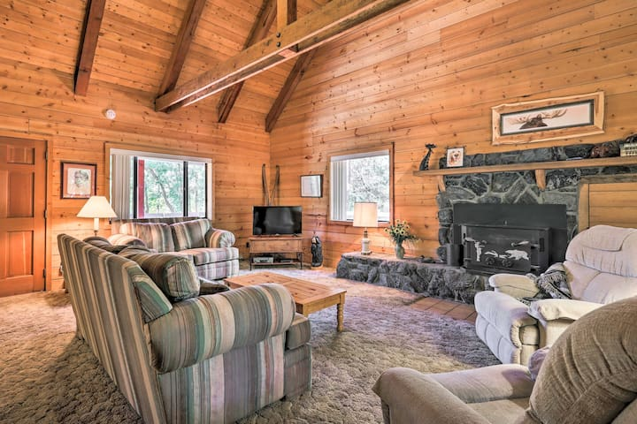 NEW! Pet-Friendly Cabin w/BBQ-7Mi to Show Low Lake