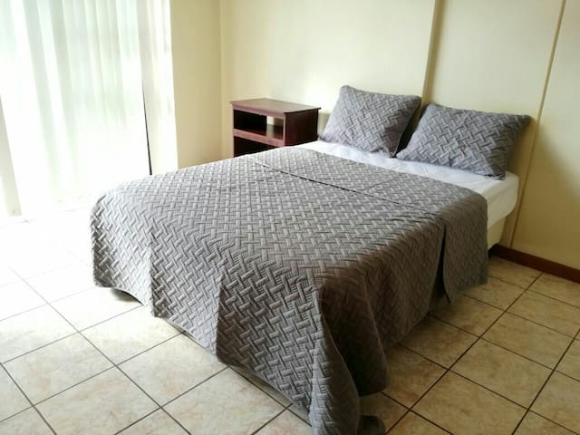 Central, super safe, FREE PARKING - Guatemala - Appartement