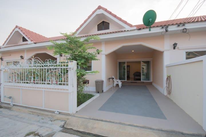 Ban Sansabuay Hua Hin Holiday House