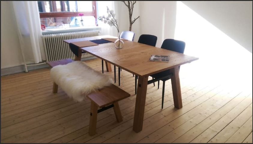 Cosy bedroom in the city centre w/ free parking