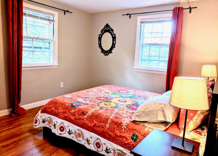 Metro House, 8 Minute Walk from Greenbelt Station