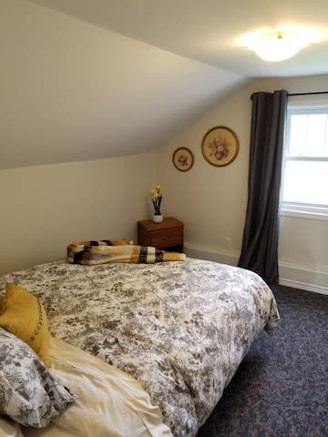 One queen bed in bedroom