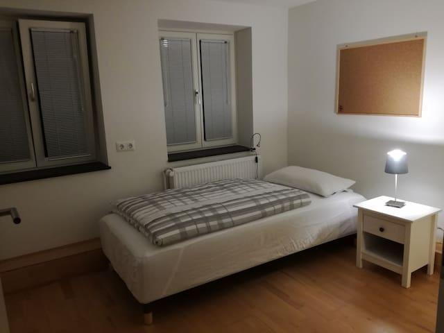 2. Schlafzimmer/Büro