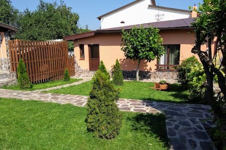 Stephanopolis (old Coronensis)-Entire House;garden