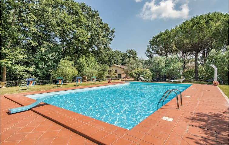 Holiday cottage with 4 bedrooms on 400m² in Montecastrilli TR