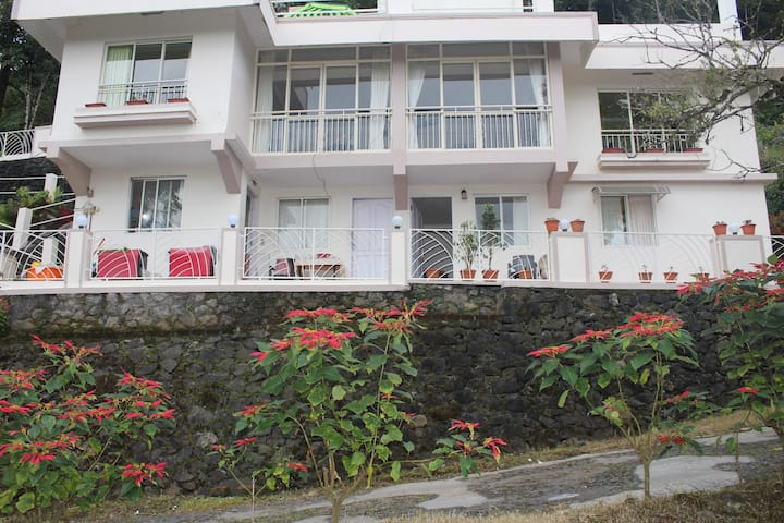 GUEST HOUSE @  MUNNAR- 8 ROOMS IN 2  HOUSE