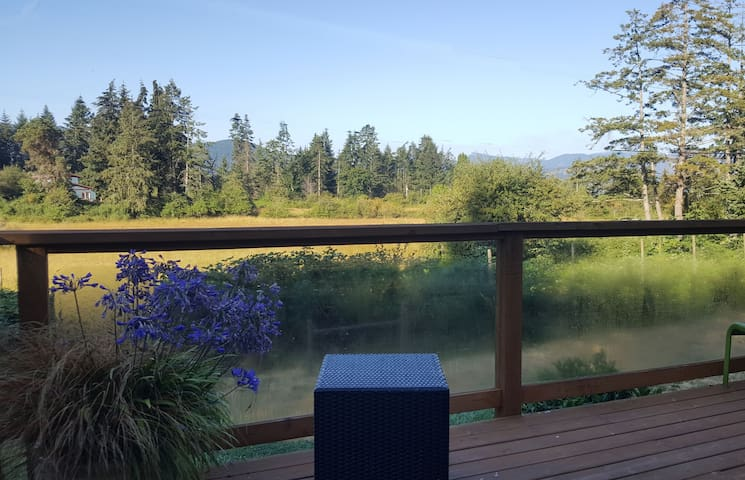 Salt Spring Mimosa Suite - Mountain & Meadow View