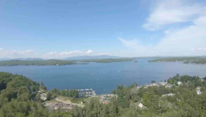 """""""Lakeview pad"""" short walk to Weirs beach, pool inc"""