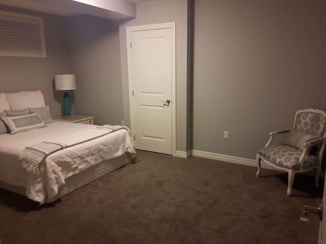 1 large room, ideal neighbourhood