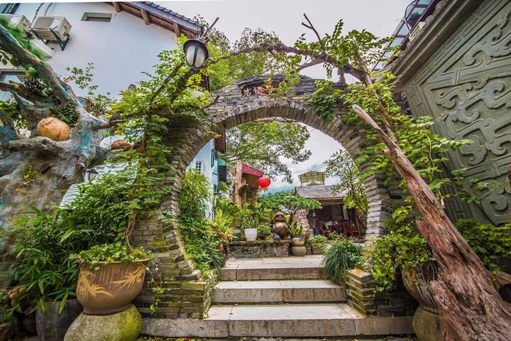 佛教圣地灵隐寺山脚下的中式古典客栈 靠近西湖的整层别墅白乐桥120号#2楼#