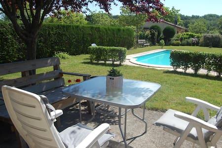 Gezellig compleet huis met prive zwembad - Touzac