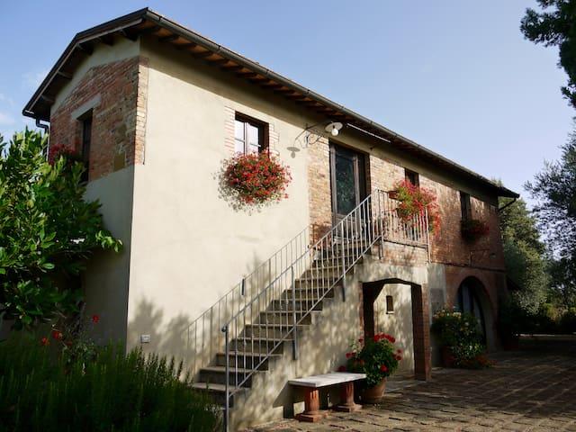 Val d'Orcia villa walking distance to Castelmuzio!