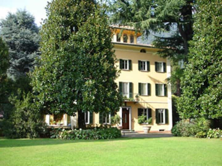 Private luxury apartment in an Villa on Como Lake