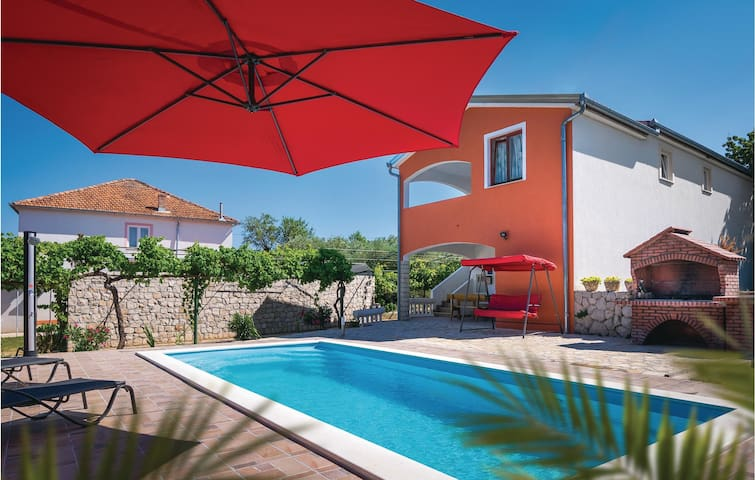 Holiday cottage with 5 bedrooms on 118m² in Kraj