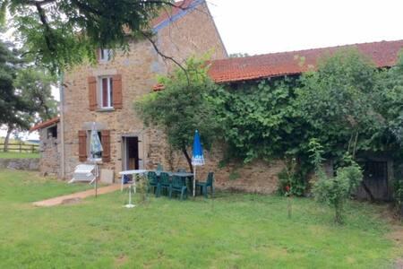 TRES BELLE FERMETTE AU COEUR DU BOURBONNAIS - Arronnes - Haus