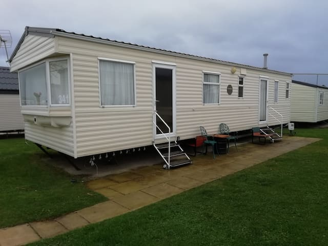 Beautiful Wales, sleeps 6, fully equipped, cosy