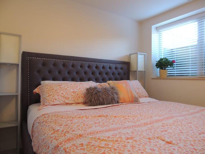 Suite Fernie - 1 King Bdrm Guest Suite with Hottub
