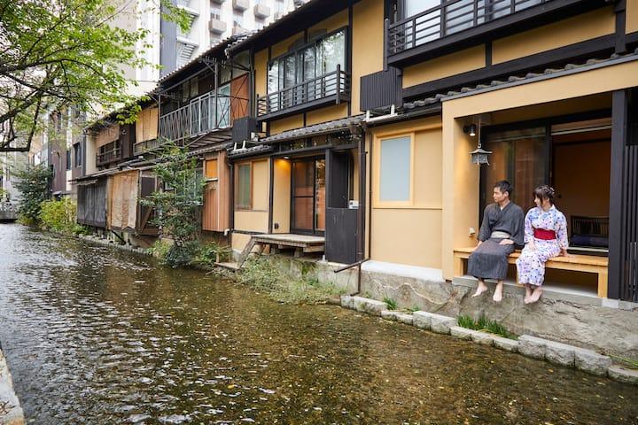 ★Lovely RiverSide House★Near Shopping area★2 Beds