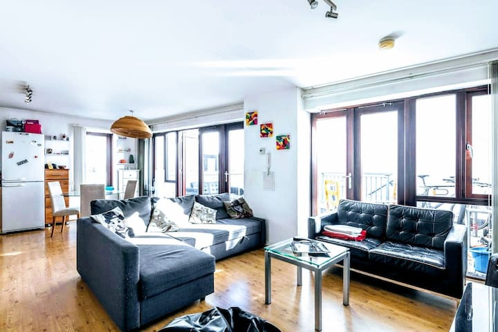 two bedroom flat in the heart of Victoria park.