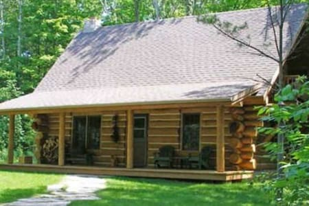 Egg Harbor Log Cabin in the Woods, Door County - Egg Harbor - Blockhütte