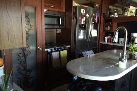 This rv has dishwasher and 3 TVs