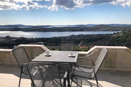 Modern Apartment Galic B (sea view) Šibenik