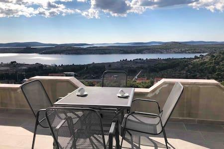 Modern Apartment Galic B (sea view) Šibenik