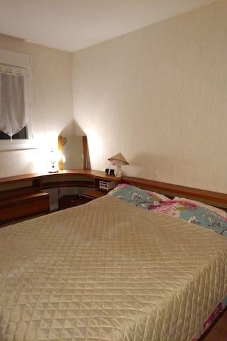 Chambre comforte dans une residence calme