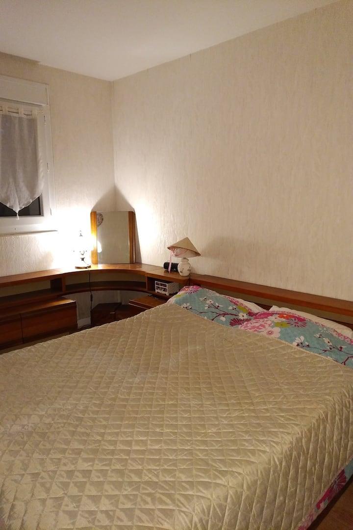 Chambre confortable dans une residence calme