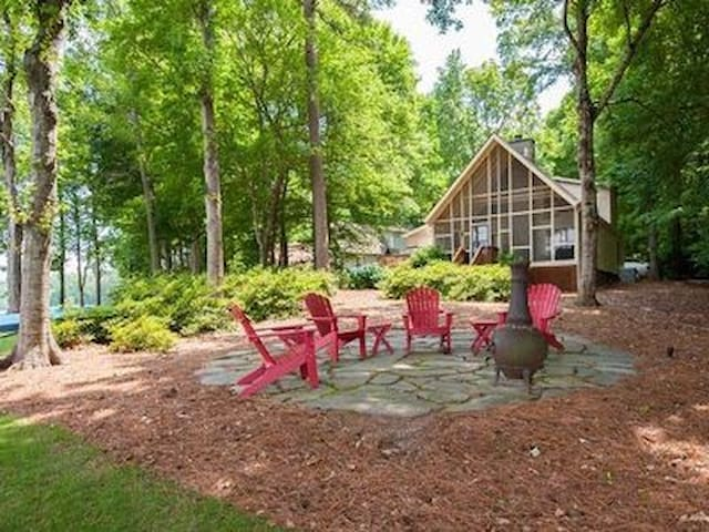 Lakeside serenity with outdoor amenities. - Eatonton - Rumah