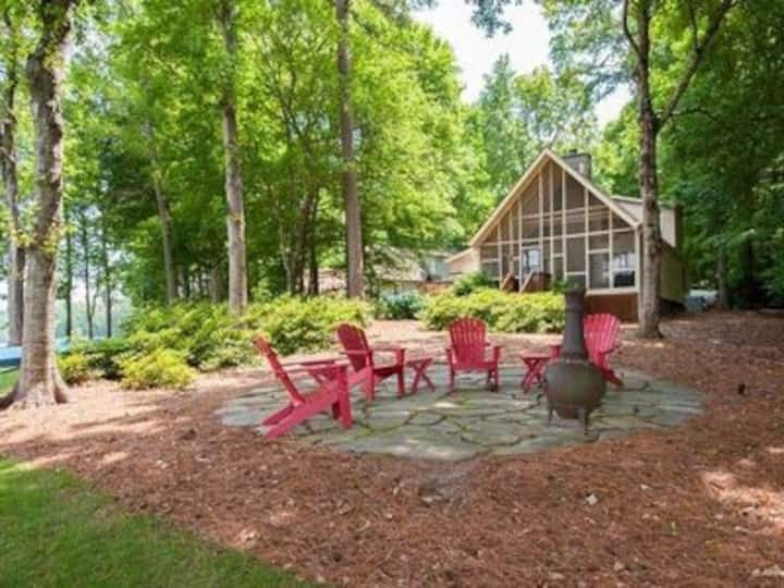 Lakeside Serenity with Outdoor Amenities.