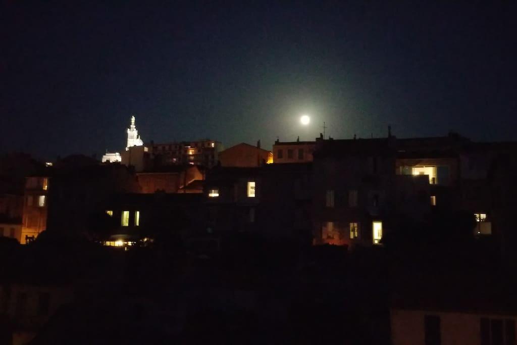 Photo prise une nuit de pleine lune...de mon appart !