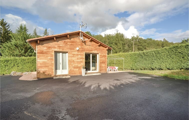 Holiday cottage with 2 bedrooms on 50 m² in Savignac-Les-Eglises