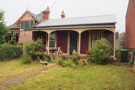 Quaint 2BR Cottage - Pet friendly - Bendigo