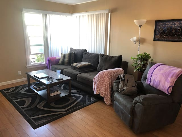 Private bedroom near downtown Long Beach