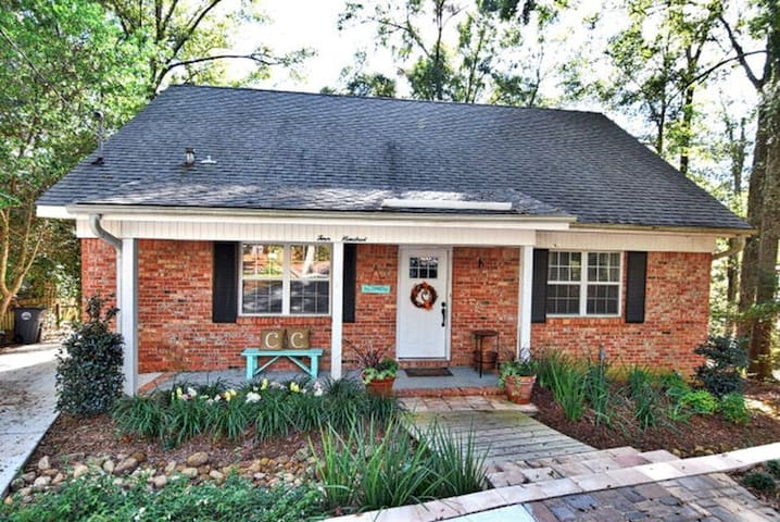 Adorable Fairhope cottage walking distance to town - Fairhope - Casa
