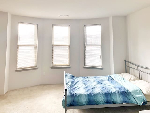 Sublet a STUDIO!(March to August)