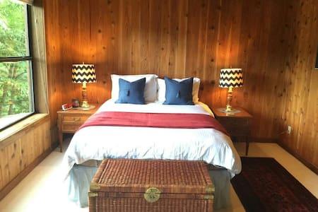 1-Master Bedroom #1 at Auberge Walker - Ház