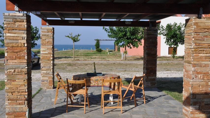 Seaside Maisonette in Ierissos