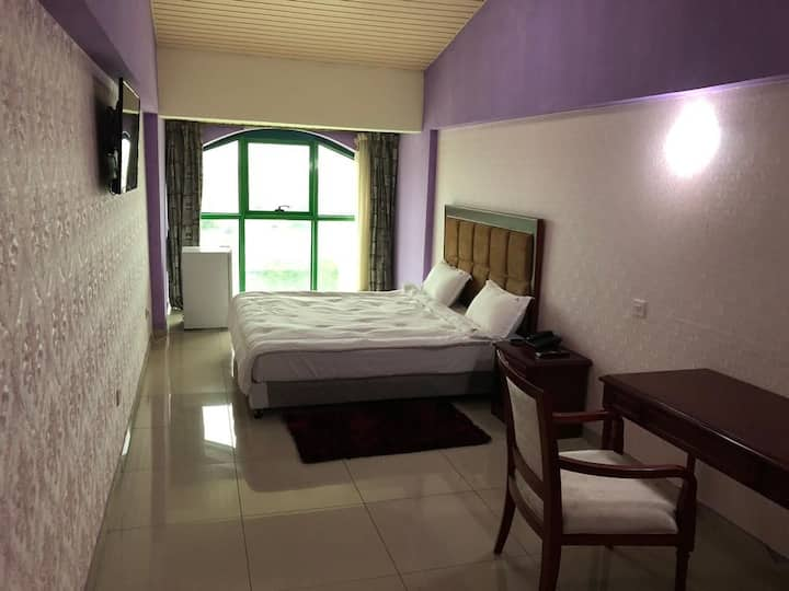 Stay in the Heart of Accra! (2 Rooms; 2-4 Guests!)