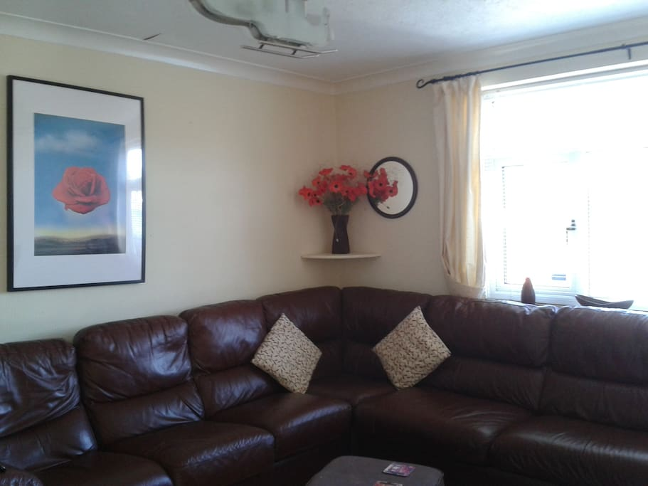 Lounge (sofa bed avail)