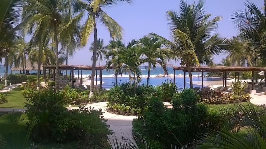 "The best location at Playa ""El Palmar"" in Ixtapa"