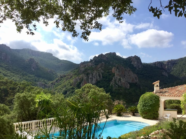 Stijlvolle villa met uniek zicht op zee en bergen